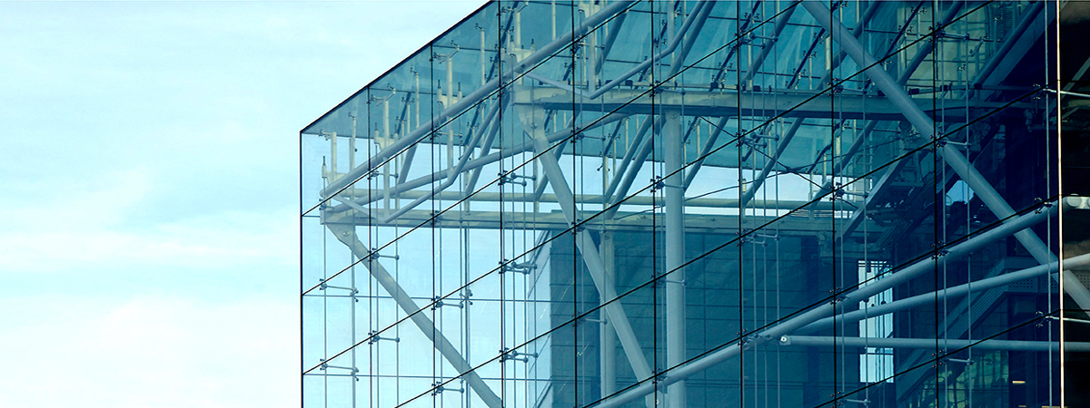 Спайдерное остекление фасада
