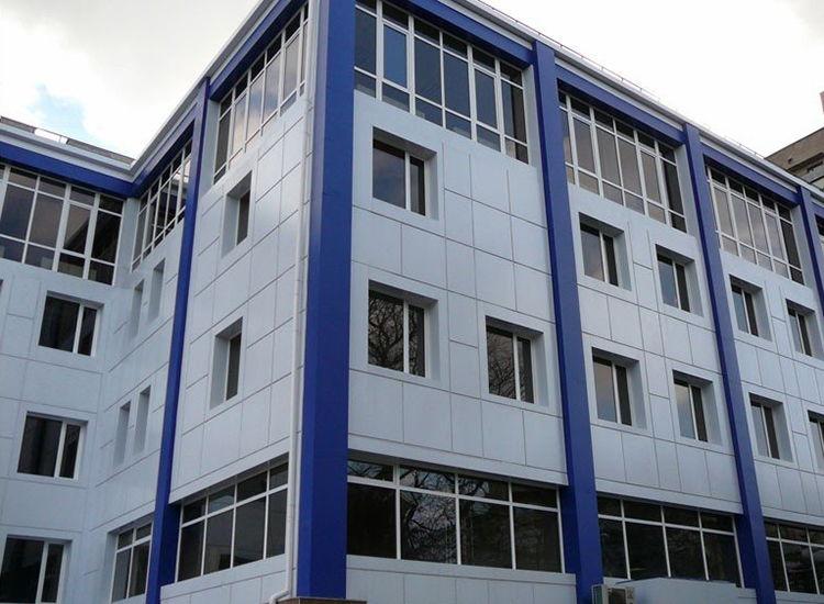 вентилируемый фасад здания больницы