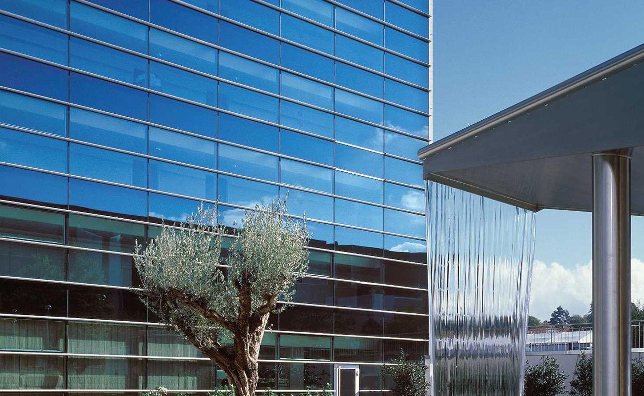 facade-crowne-plaza-2