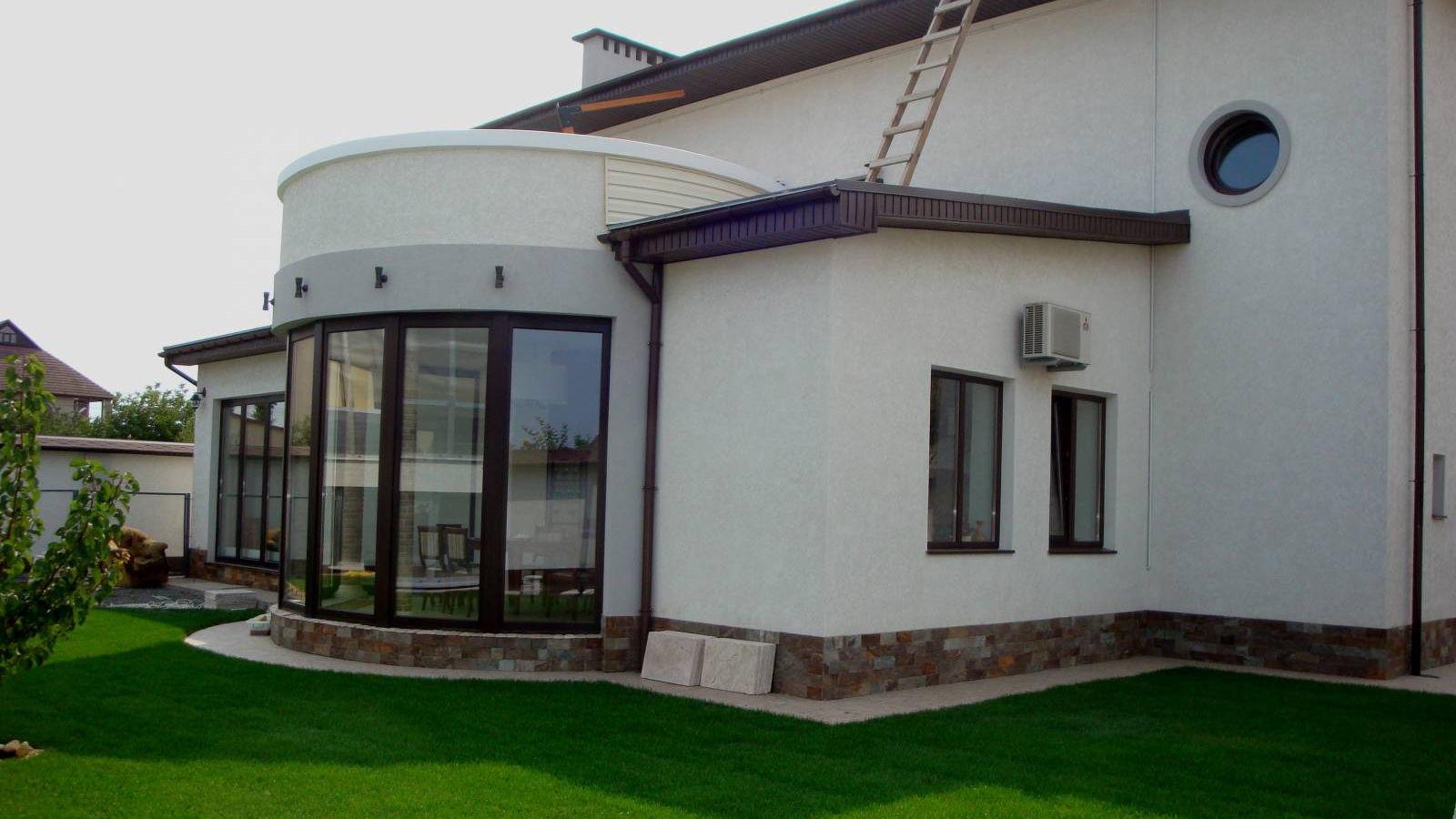 дом с мокрым фасадом